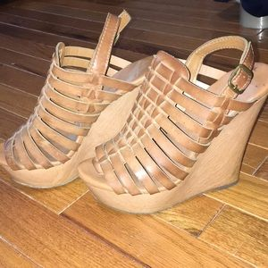 Super cute, high brown wedges